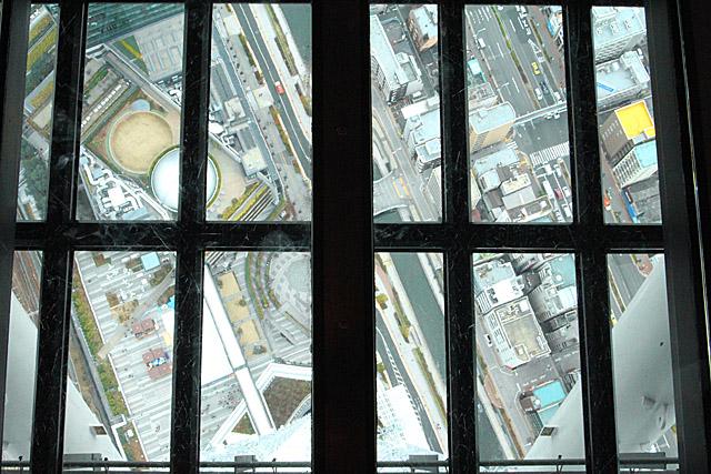 ガラス床・天望回廊